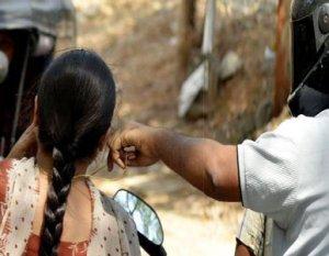 பெரம்பலூர் அருகே வழிப்பறி செய்த ஹெல்மெட் திருடர்கள் 2 பேர் கைது