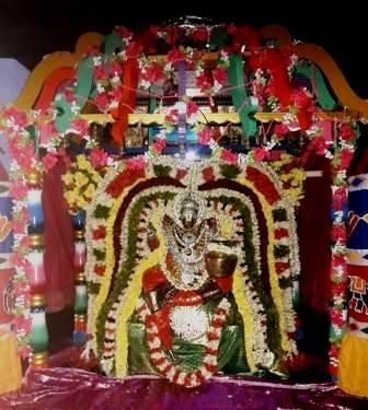 நவராத்திரி ஆறாம் நாள்: வெண்ணைய்தாழி அலங்காரத்தில் அருள்மிகு மரகதவல்லி தயார்