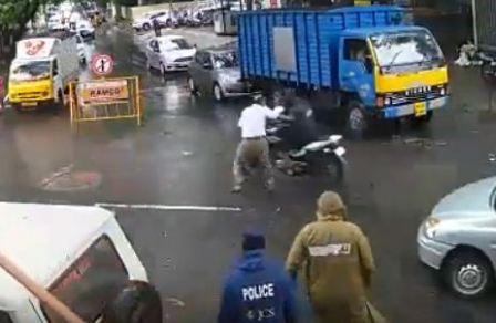 சென்னை பெருநகர காவல்துறையின் (மூன்றாவது கண்) CCTV Camera காட்சி மூலம் வெளி வந்த உண்மை.