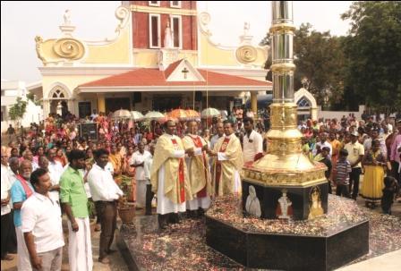 நாமக்கல்லில் கிறிஸ்து அரசர் பெருவிழா கொடியேற்றத்துடன் தொடங்கியது.