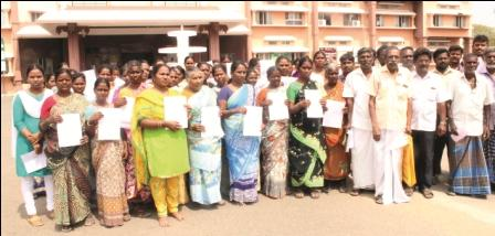 இலவச வீட்டுமனை பட்டா கோரி நாமக்கல் மாவட்ட வருவாய் அலுவரிடம் பொதுமக்கள் மனு