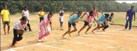 நாமக்கல்லில் மாவட்ட அளவிலான மாதாந்திர விளையாட்டு போட்டிகள் : 500 பேர் பங்கேற்பு