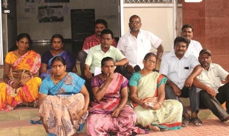 நாமக்கல் தாலுக்கா அலுவலகத்தில் கிராம உதவியாளர்கள் தர்ணா