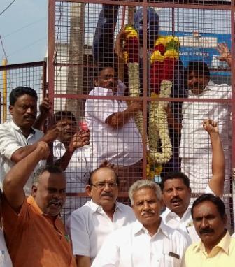 அம்பேத்கரின் 62வது நினைவு தினம்: பெரம்பலூரில் திமுக, காங்கிரஸ் உள்ளிட்ட கட்சிகள் மாலை அணிவித்து மரியாதை