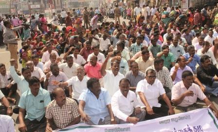 நாமக்கல்லில் ஜேக்டோ-ஜியோ அமைப்பினர் சாலை மறியல் போராட்டம்; 462 பேர் கைது