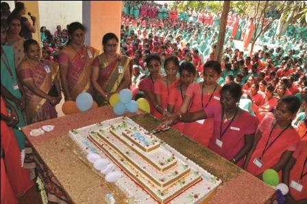 நாமக்கல், அரசு மகளிர் கல்லூரியில் பொன்விழா ஆண்டு: 150  கிலோ கேக் வெட்டி கொண்டாட்டம்!