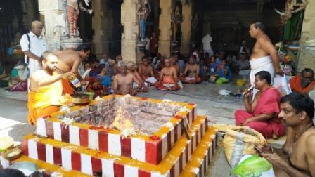 சிறுவாச்சூர் மதுரகாளிஅம்மன் கோவிலில் சித்திரை பவுர்ணமி விழா
